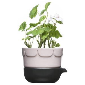 Porcelánový květináč se zavlažovací miskou Sagaform