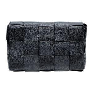 Černá kožená taška přes rameno Isabella Rhea