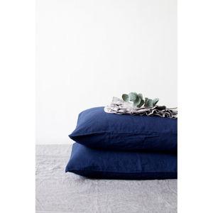 Námořnicky modrý lněný polštář Linen Tales, 70 x 90 cm