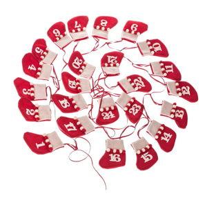 Červený textilní závěsný adventní kalendář z ponožek Dakls, délka 200 cm